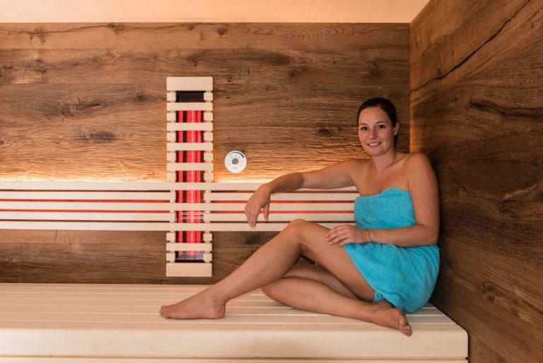 Sauna mit Infrarotstrahler und Model
