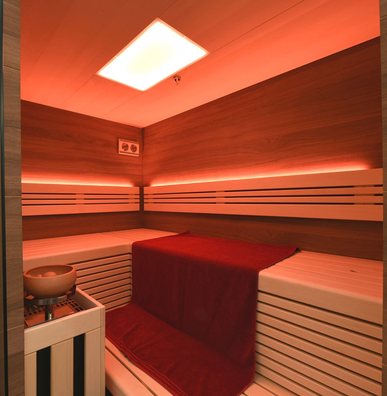 Sauna mit Farblicht und Ofen