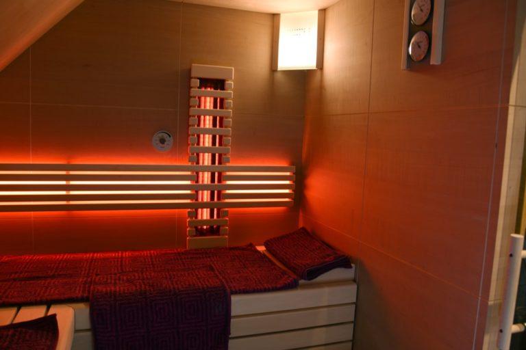 Sauna mit Infrarotstrahler