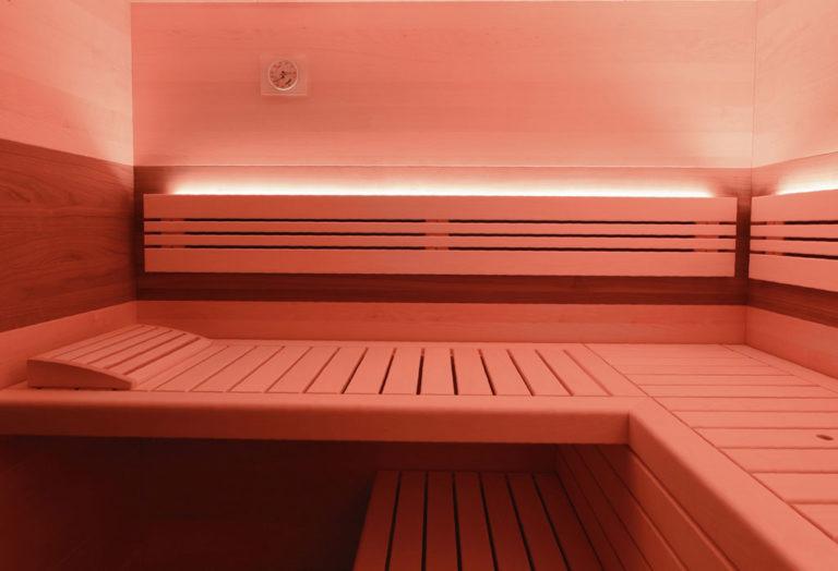 Liegen in Sauna